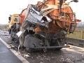 FOTO Nehody na D1 pri Dubnici nad Váhom: Na ceste rozsypané plasty z kamióna