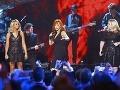 Kelly Clarkson (vpravo) nikdy nebola vychrtlina, počas tehotenstva ale pribrala desiatky kilogramov.