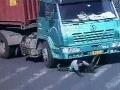 Cyklistu prevalcovalo 14 kolies kamióna: VIDEO Zrážky vyrazí dych, lekári konštatovali zázrak!
