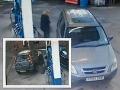Zmätená vodička manévruje pri snahe natankovať: VIDEO blondínky vás dostane do kolien!