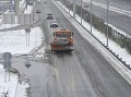 Takto dnes vyzerajú slovenské cesty: Poľadovica, snehové jazyky a nárazový vietor