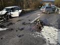 FOTO Hrozivé nehody v Nitrianskom kraji: Autá skončili na streche, zomrela matka vodičky