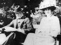 Winston s Clementine krátko pred svadbou v roku 1908