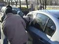 VIDEO Zásahu kukláčov: Na ceste obkľúčili a z auta vytiahli obávaného dílera, ako z akčného filmu!