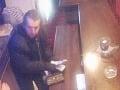 FOTO muža, ktorý prepadol herňu v Leviciach: Obohatil sa o stovky eur, polícia žiada o pomoc!