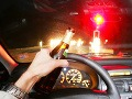 Alkohol za volantom opäť úradoval: Vodič (29) narazil do štyroch zaparkovaných áut