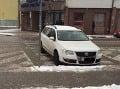 FOTO Peter sa ponáhľal za kamarátom na súd: Pozrite sa, ako odvážne zaparkoval!