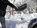 Vodiči, pozor na záveje: V niektorých oblastiach Slovenska husto sneží