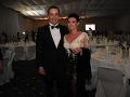 Šéf tlačového oddelenia úradu vlády Erik Tomáš so svojou krásnou manželkou, zubnou lekárkou Heňou.