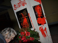 Biľakovi odhalili pamätník: FOTO Aktivisti ho pomaľovali, bola to červená sv*ňa!