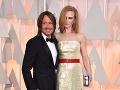 Nicole Kidman schytala za svoj outfit kritiku. Po jej boku nesmel chýbať manžel Keith Urban.