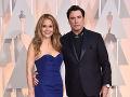 John Travolta prišiel s partnerkou Kelly Preston, no bozky rozdával aj iným ženám.