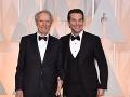 Clint Eastwood a Bradleym Cooper sa na prítomných fotografov takto usmievali.