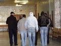 Obžalovaných v kauze policajnej šikany rómskych chlapcov súd oslobodil