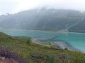 Fotografia vznikla dňa 6.9.2003, z rovnakého miesta. Ľadovec ustúpil asi 3 km, na ľavej strane je badať fjord. Stráň v popredí je pokrytá hustou vegetáciou, vrátane ihličnanov a listnatých stromov.