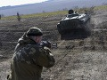 V okolí Donecka sa stále bojuje, padol jeden z povstalcov
