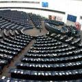 EP schválil lacnejšie SMS a volania v zahraničí