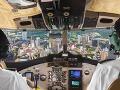 Opitý muž sa zavrel počas letu na toaletu: Pilotovi došla trpezlivosť, zobral sekeru a ...!