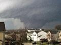 V USA úradovalo počasie: VIDEO vyčíňania tornáda, živel ničil a zabíjal!