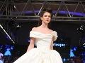 Burleska je inšpirovaná oblečením z prvej polovice 20. storočia.