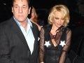 Pamela Anderson podprsenky príliš nenosí.