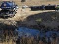 Pri Slovnafte uniká do vody neznáma látka: S hrozbou bojuje 16 hasičov