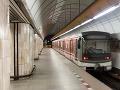 Zrážka dvoch súprav metra v Hongkongu: Jeho prevádzka v meste je pozastavená