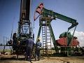 Raketový pád cien ropy pokračuje: Ekonómovia predpovedajú Slovensku dobré správy