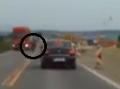 VIDEO Šialenec pri Trenčíne: Hororová jazda motorkára, od smrti ho delili centimetre!