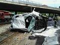 FOTO PRÁVE TERAZ Hrozivá nehoda v Bratislave: Vodič to napálil do betónového piliera!
