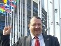 FOTO Chvíľa v Európskom parlamente a už zabúda na Slovensko: Pán Škripek, nehanbíte sa?