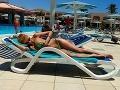 Evu Cifrovú na dovolenke neposlúchali plavky.