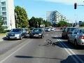 FOTO Zrážky audiny s cyklistom (28) v Bratislave: Preletel cez kapotu, skončil v nemocnici