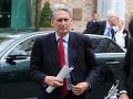 Britská vláda nemôže začať rokovania o vystúpení z EÚ: Hammond zatiahol do toho i Rusko