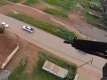 VIDEO akcie ako z filmu: Pozor na ostrú brazílsku políciu, z vrtuľníka strieľajú presne!