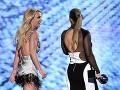 Britney Spears sa na odovzdávaní cien tiež predviedla v dráždivom outfite.