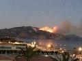 V Grécku dovolenkujú stovky Slovákov: Krajinu zachvátili požiare, prvá obeť a varovanie!