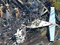 FOTO nešťastnej udalosti: Lietadlo sa zrútilo do obytnej časti, traja mŕtvi