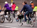 Otec so synom si vyšli na bicykloch: Vodič si ich nevšimol, chlapec je vo vážnom stave