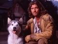 Joe Lando mal ako predstaviteľ Byrona Sullyho dlhé vlasy a svojský imidž.