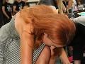 Moderátorku Fashion TV Lenku Vacvalovú sme zastihli pri lakovaní nechtov.