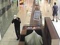 FOTO V Trnave chcel kradnúť maskovaný muž so zbraňou: Ak ste ho spoznali, volajte políciu
