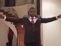 Kňaz vyhlásil, že mu Boh pomáha robiť zázraky: VIDEO, ako dokáže chodiť po vzduchu
