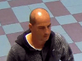 Muž na FOTO kradol v drogérii: Ak ste ho spoznali, volajte políciu na čísle 158