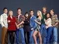 Herci zo seriálu Beverly Hills 90210 za kolegom a kamarátom smútia.