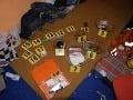 FOTO z domovej prehliadky: Muž (29) vyrábal drogy aj keď bol v podmienke