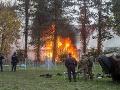 Dramatická situácia v Slovinsku: FOTO Utečenci prerazili bariéru a podpálili stany, zasiahla armáda