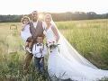 Na prvý pohľad obyčajná svadobná FOTO: Čo tam ale robí mŕtvy syn novomanželov?!