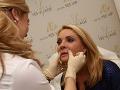 Po zákroku ešte špecialistka na estetickú dermatológiu skontrolovala výsledok.