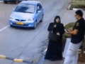 Strážnik (20) chcel skontrolovať ženu (22): VIDEO Kruto zaútočila, bodala ho hlava-nehlava